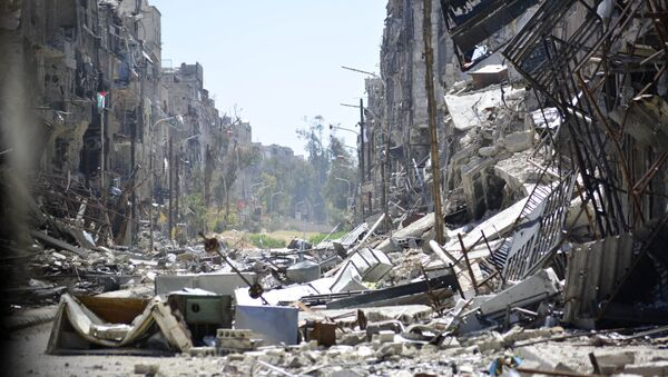 A general view taken on April 6, 2015 shows destruction in Yarmuk Palestinian refugee camp in the Syrian capital, Damascus. - Sputnik Italia