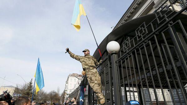 Manifestazione nazionalisti ucraini a Kiev presso Ambasciata russa - Sputnik Italia
