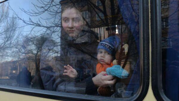Profughi ucraini in partenza verso la Russia - Sputnik Italia