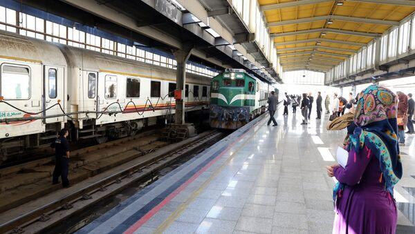 Iraniani alla stazione di Teheran - Sputnik Italia