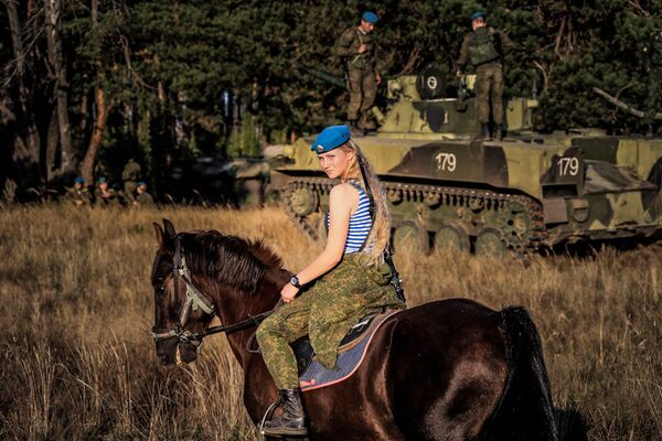 Belle e letali, le donne paracudista dell'esercito russo - Sputnik Italia