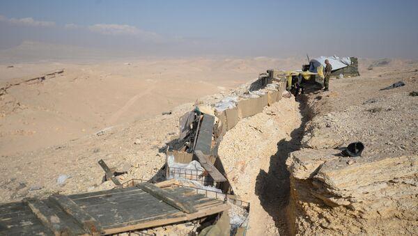 Trincea dell'esercito siriano nei pressi di Palmira - Sputnik Italia
