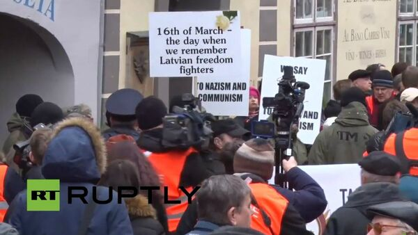 La parata dei veterani a Riga - Sputnik Italia