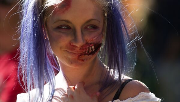 Una ragazza al festival Zombie Mob di San Pietroburgo - Sputnik Italia