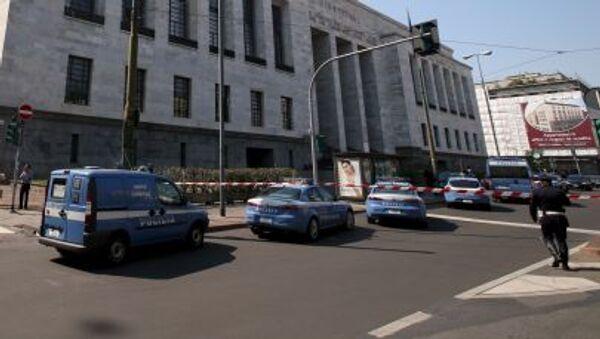 Polizia davanti al Palazzo della Giustizia a Milano. - Sputnik Italia