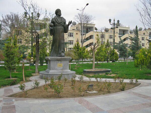 Ashgabat, monumento al poeta Mahtumkuly nel centro della città - Sputnik Italia