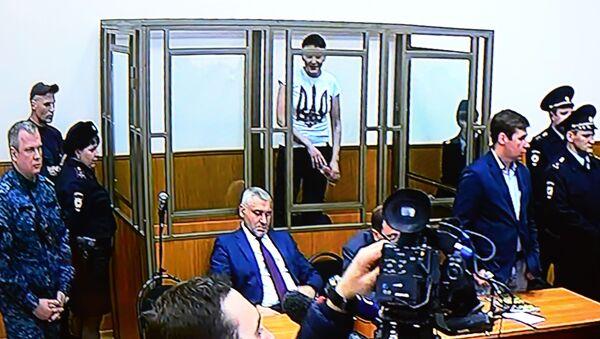 Гражданка Украины Надежда Савченко в зале заседаний Донецкого городского суда Ростовской области - Sputnik Italia