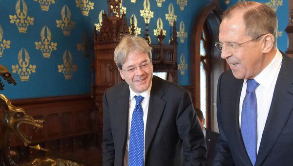 Paolo Gentiloni e Sergey Lavrov - Sputnik Italia