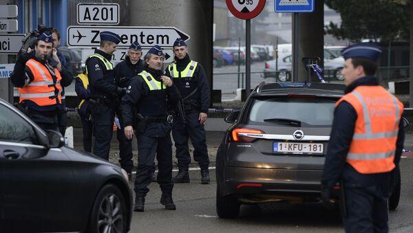 Polizia vicino all'aeroporto Zaventem - Sputnik Italia