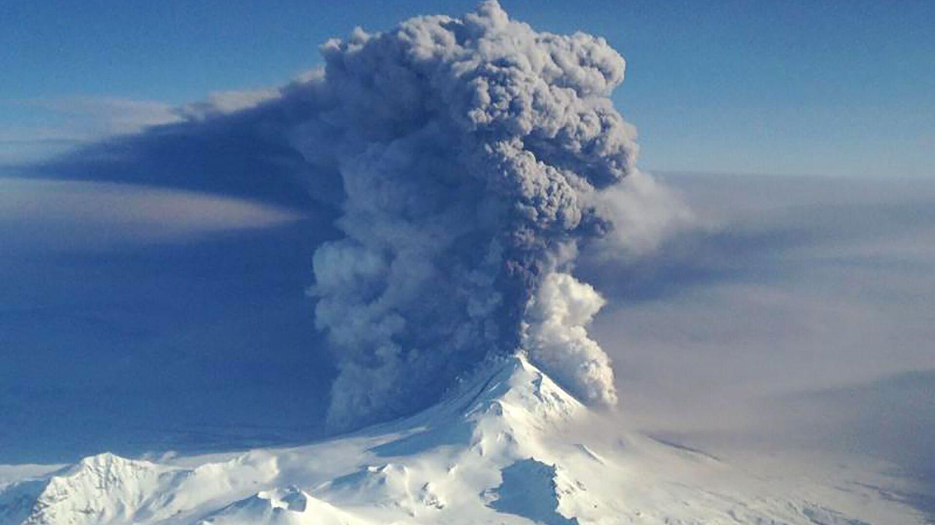 Извержение вулкана Павлова на Алеутских островах - Sputnik Italia, 1920, 26.05.2021