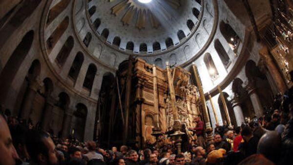Сristiani ortodossi alla tomba di Cristo a Gerusalemme - Sputnik Italia