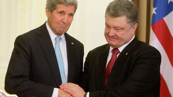 Petr Poroshenko e John Kerry - Sputnik Italia