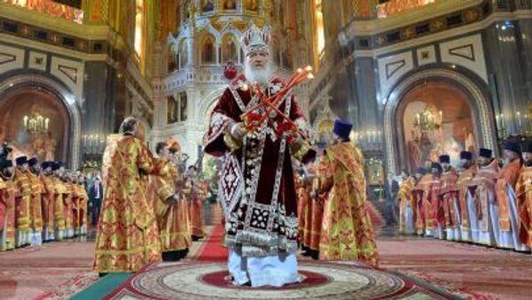 Il patriarca di Mosca e di tutta la Rus' Kirill officia il rito pasquale nella Chiesa di Cristo Salvatore a Mosca - Sputnik Italia