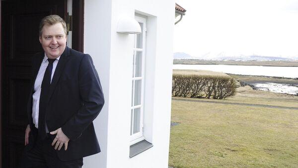Iceland's Prime Minister Sigmundur David Gunnlaugsson arrives at Iceland president's residence in Reykjavik, Iceland - Sputnik Italia