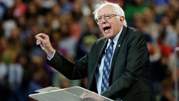 Democratic presidential candidate, Sen. Bernie Sanders, I-Vt. gestures during a speech at Liberty University in Lynchburg, Va., Monday, Sept. 14, 2015. - Sputnik Italia