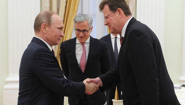 Vladimir Putin al Cremlino con rappresentate business tedesco - Sputnik Italia
