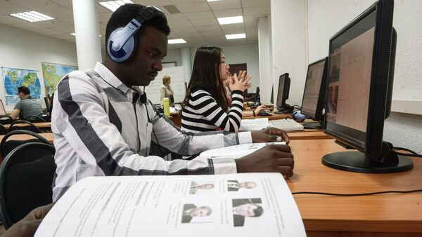 Studnets attending Russian language lesson at the Russian Friendship University - Sputnik Italia