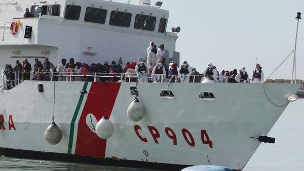 Le vittime di un naufragio salvati dalla Guardia Costiera italiana.  - Sputnik Italia