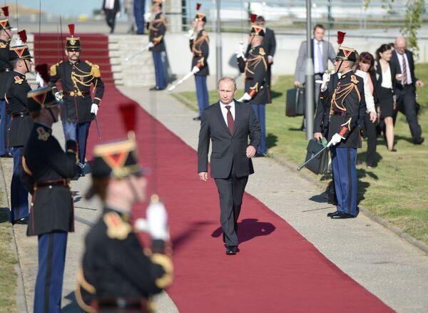Vladimir Putin in visita in Francia. - Sputnik Italia