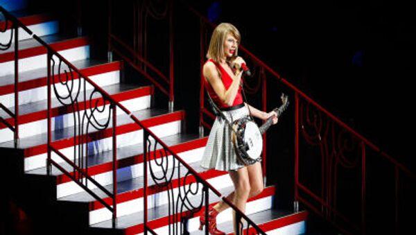Американская певица Тейлор Свифт во время выступления в Шанхае  - Sputnik Italia