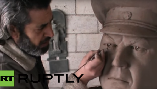 Scultura del pilota russo abbattuto in Siria - Sputnik Italia