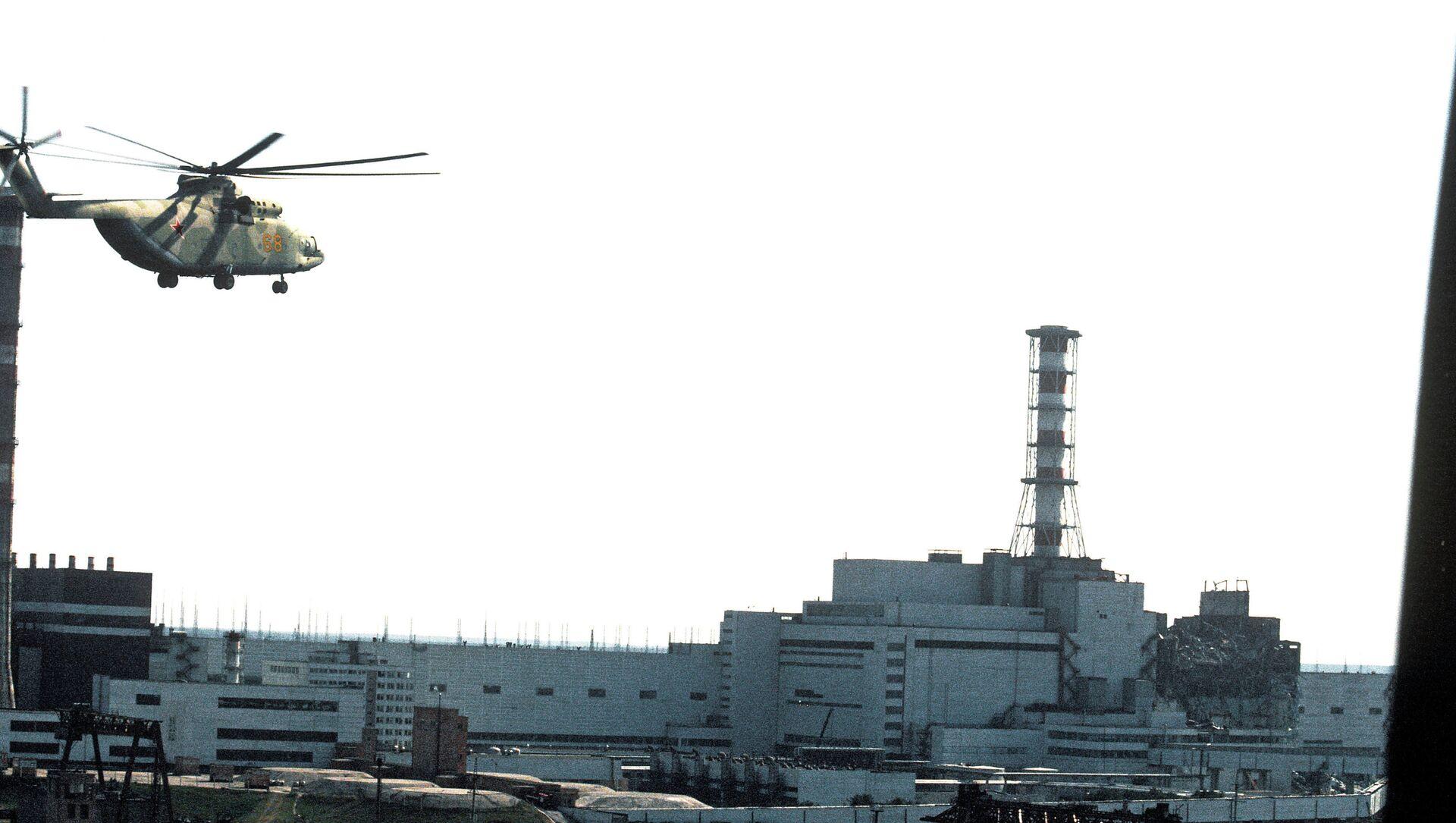 La centrale nucleare di Chernobyl dopo il disastro - Sputnik Italia, 1920, 08.05.2021