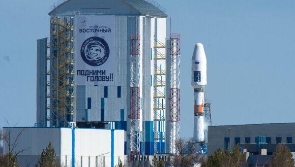 A Souyuz 2.1a space carrier with Russian satellites Lomonosov, Aist-2D and a SamSat-216 nano satellite sits on the launch pad at Vostochny cosmodrome. - Sputnik Italia