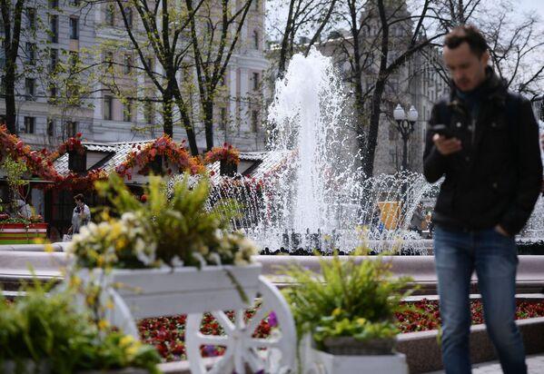 Nelle vie di Mosca si accendono le fontane - Sputnik Italia