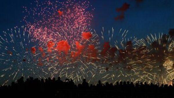Праздничный салют в честь Дня Победы в Москве - Sputnik Italia