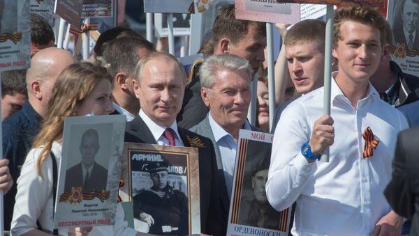 Президент РФ В. Путин принял участие в шествии Бессмертный полк в центре Москвы - Sputnik Italia