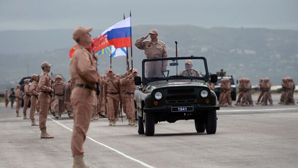 Генеральная репетиция парада Победы на авиабазе Хмеймим в Сирии - Sputnik Italia