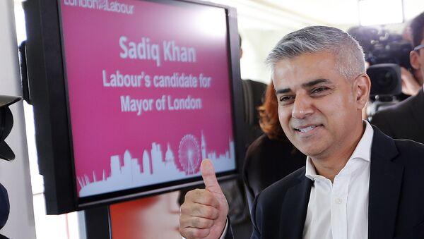 Primo sindaco musulmano di Londra, il laburista Sadiq Khan - Sputnik Italia