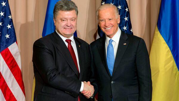 Poroshenko e Joseph Biden (foto d'archivio) - Sputnik Italia