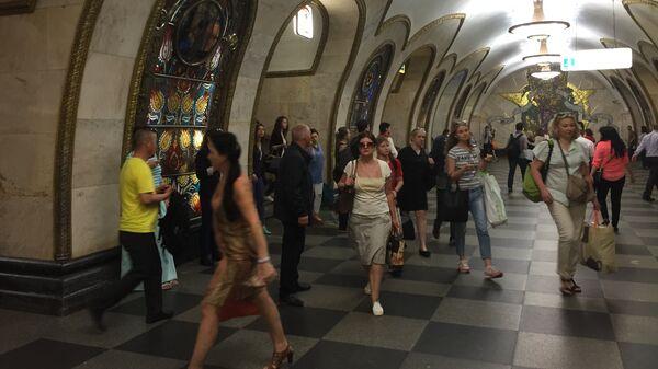 Alla stazione Novoslobodskaja della metro di Mosca - Sputnik Italia