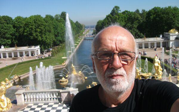 Pier Luigi Delvigo a Peterhof nei pressi di San Pietroburgo - Sputnik Italia
