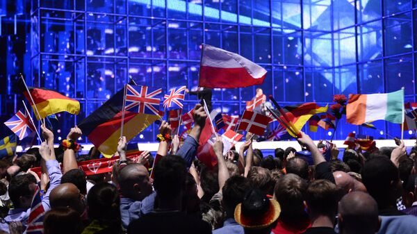 Supporters wave flags ahead of the Eurovision Song Contest 2014 Grand Final in Copenhagen, Denmark, on May 10, 2014 - Sputnik Italia