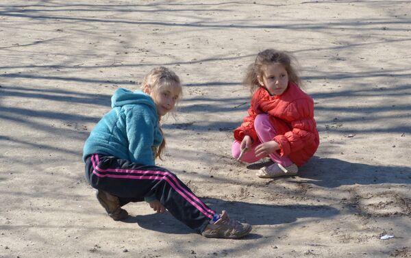 bambini giocano, campo profughi Rostov - Sputnik Italia