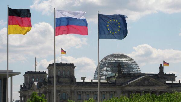 Bandiere di Germania, Russia e UE - Sputnik Italia