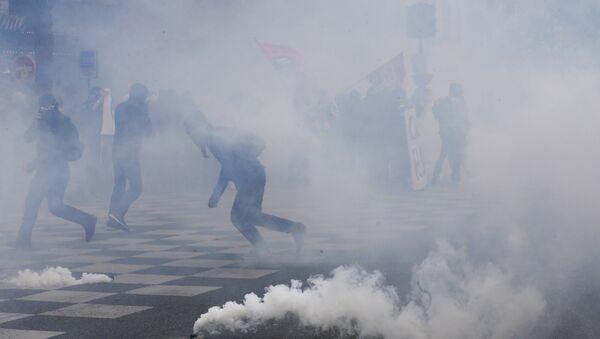 Proteste contro la riforma di lavoro in Francia - Sputnik Italia
