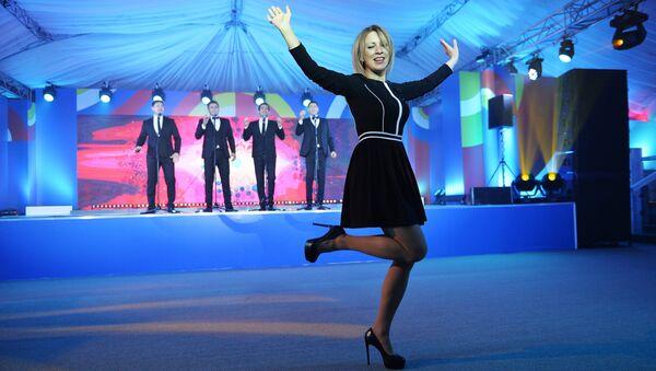 Russian Foreign Ministry Spokesperson Maria Zakharova dances at the gala evening for the media at the ASEAN-Russia Summit in Sochi - Sputnik Italia