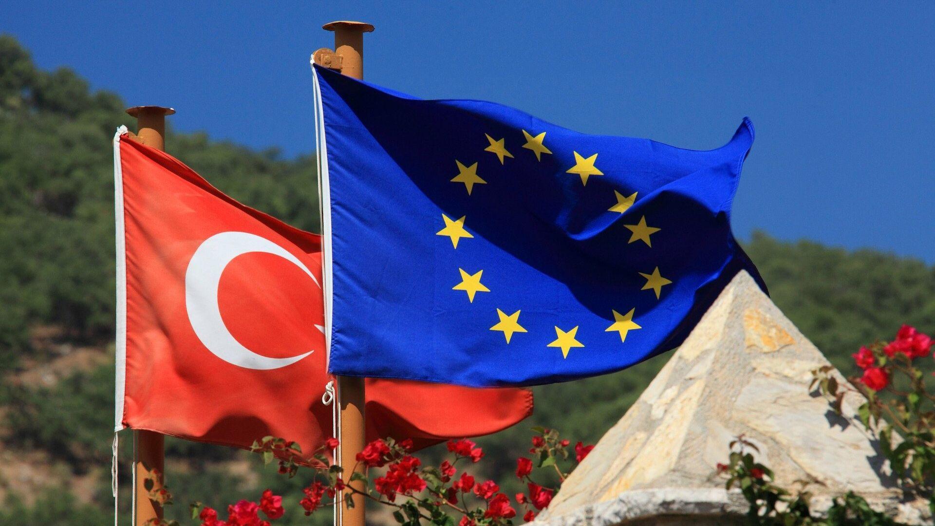 Le bandiere dell'UE e della Turchia - Sputnik Italia, 1920, 24.06.2021