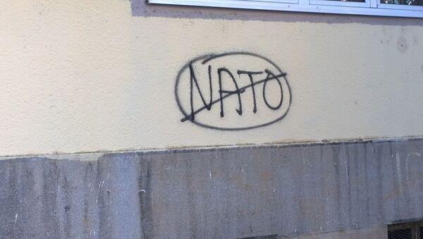 Un murale anti-NATO in Montenegro - Sputnik Italia