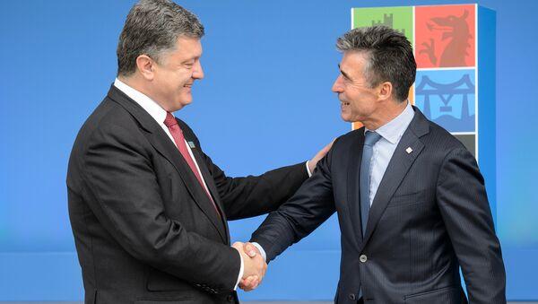 Petr Poroshenko e Anders Fogh Rasmussen - Sputnik Italia