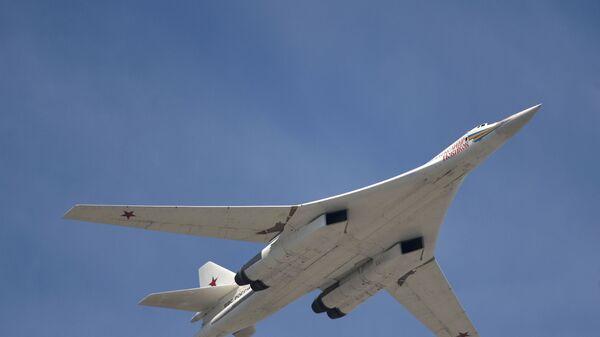 Il bombardiere strategico supersonico Tu-160 - Sputnik Italia