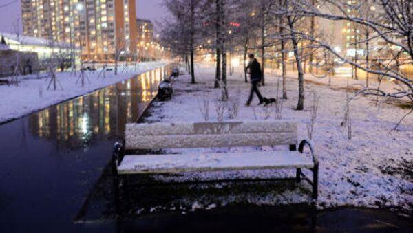 Pochi disagi e tanta sorpresa per l'ennesima nevicata a Mosca - Sputnik Italia