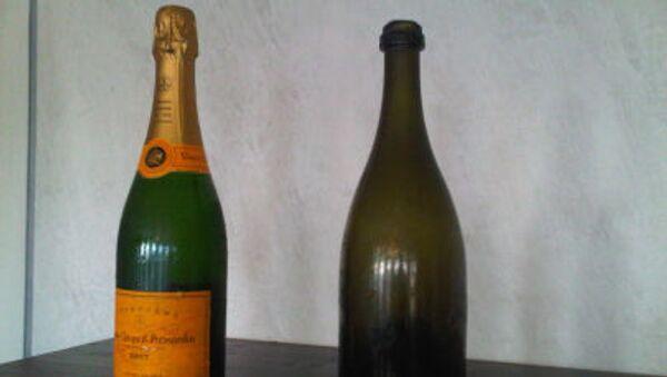 Современная и двухсотлетней давности бутылки шампанского Вдова Клико - Sputnik Italia