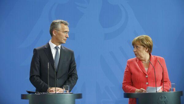 Генсек НАТО Йенс Столтенберг и канцлер Германии Ангела Меркель - Sputnik Italia
