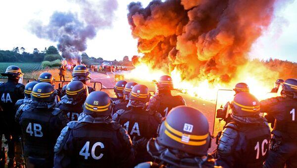 Manifestazione contro la legge di lavoro in Francia - Sputnik Italia