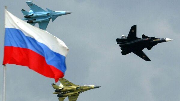 Un Su-35, un Su-30 e un Su-47 Berkut  - Sputnik Italia