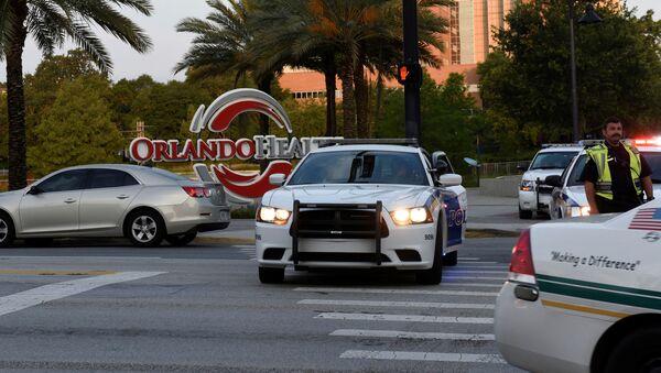 Полиция на месте стрельбы в ночном клубе в Орландо,штат Флорида - Sputnik Italia